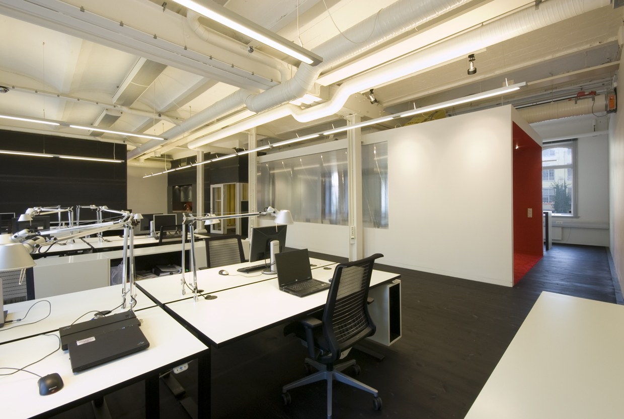 Oficina en un antiguo edificio rotstein arkitekter suecia simbiosis news - Design for small office space photos ...