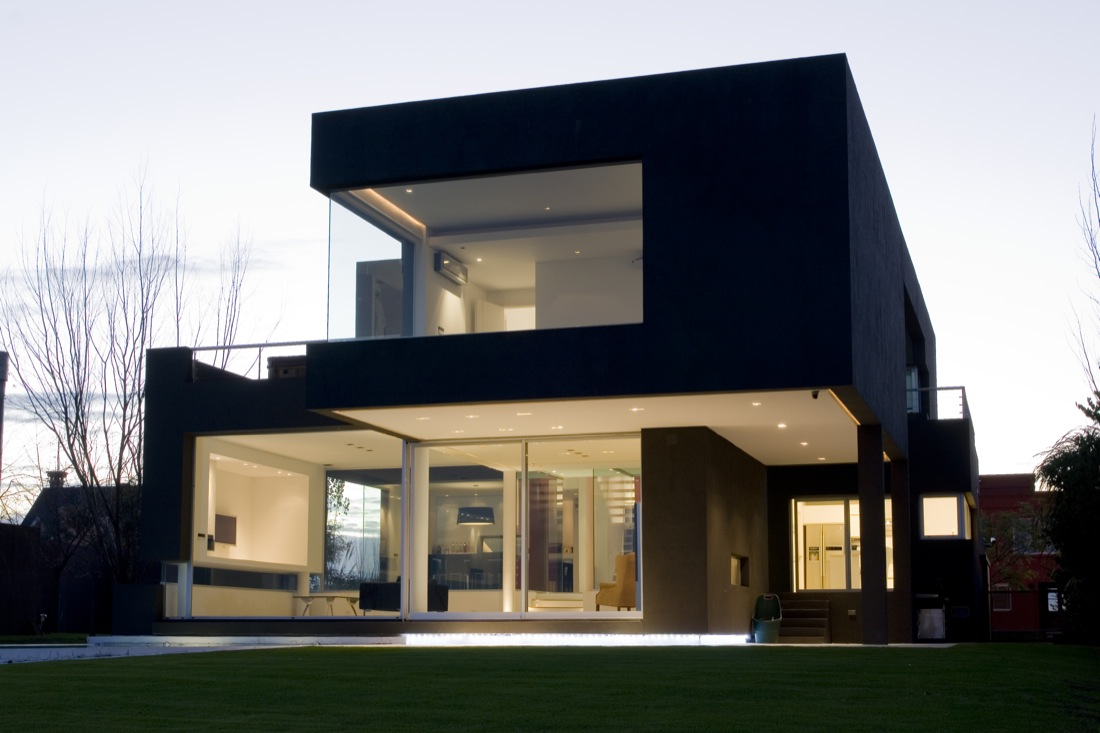 La casa negra andres remy arquitectos argentina for House color outside design