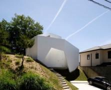 Wear House – Akitoshi UkaiAUAU – Japón