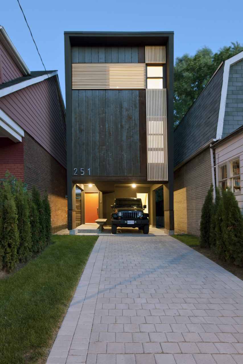 Shaft House - Atelier rzlbd - Canadá