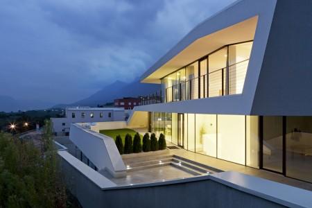 Giacomuzzi Commercial Building - monovolume architecture + design - Italy