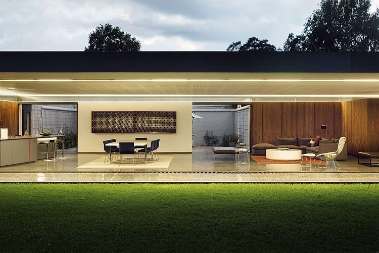 House 02 daffonchio associates architects south for Minimalist no house